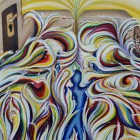 LA VITA 50X70 olio su tela aprile 2017 Il mondo colorato della prima vasca sarebbe la vita di noi tutti..eventi di tutti i colori..positivi e negativi.Si nota un muro di un spessore consistente,che divide la prima vasca dalle acque agitate , dalla seconda  vasca con acque tranquille e chiare. Si potrebbe facilmente passare dalla porta, però non c'è la chiave,si potrebbe abbattere il muro sottile, sicuramente molto meno resistente del muro largo .Oppure tentare di passare usando la feritoia stretta, ma sarà un azione molto difficile e dolorosa.. e neppure saltare il muro..visto che le nostre abitudini e tentazioni ci tengono saldamente nella vasca dalle acque agitate.L' altra parte della vasca rappresenta la tanto vita sognata, tranquilla e piena di soddisfazioni, come nuotare in un mare calmo.